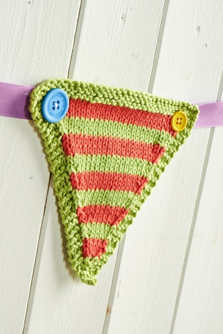 Happy Days Knitted bunting pattern, jane burns