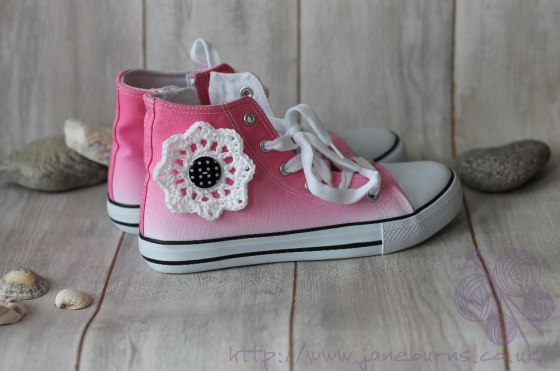 converse-style-crochet-flower-tutorial viola finished.fw jane burns